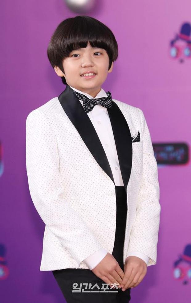 Thảm đỏ KBS Entertainment Awards: Yoo Jae Suk lộ diện hậu bê bối, mỹ nhân Vườn sao băng lấn át Apink và quân đoàn sao - Ảnh 23.