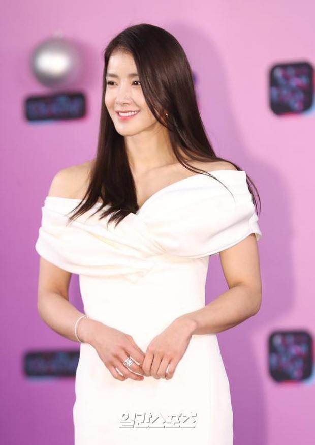 Thảm đỏ KBS Entertainment Awards: Yoo Jae Suk lộ diện hậu bê bối, mỹ nhân Vườn sao băng lấn át Apink và quân đoàn sao - Ảnh 8.