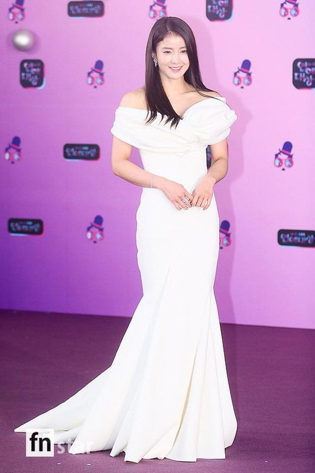 Thảm đỏ KBS Entertainment Awards: Yoo Jae Suk lộ diện hậu bê bối, mỹ nhân Vườn sao băng lấn át Apink và quân đoàn sao - Ảnh 6.