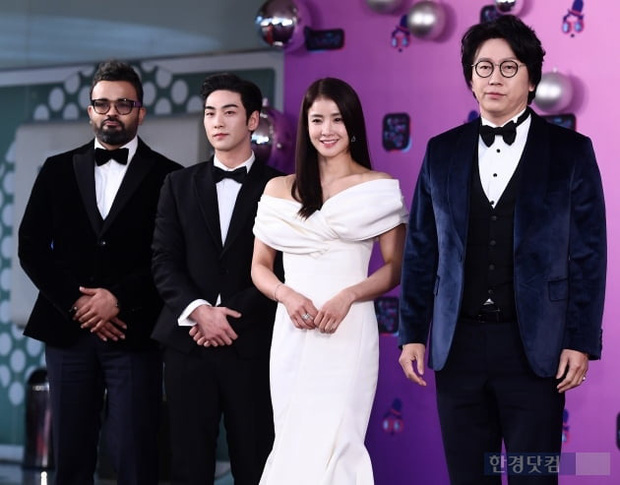 Thảm đỏ KBS Entertainment Awards: Yoo Jae Suk lộ diện hậu bê bối, mỹ nhân Vườn sao băng lấn át Apink và quân đoàn sao - Ảnh 7.