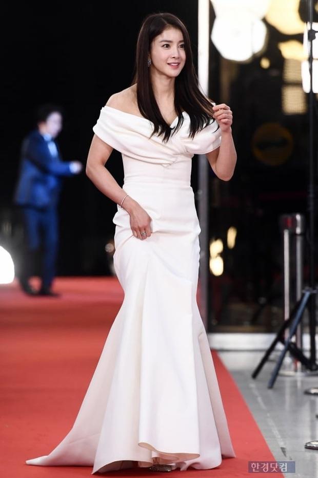 Thảm đỏ KBS Entertainment Awards: Yoo Jae Suk lộ diện hậu bê bối, mỹ nhân Vườn sao băng lấn át Apink và quân đoàn sao - Ảnh 5.