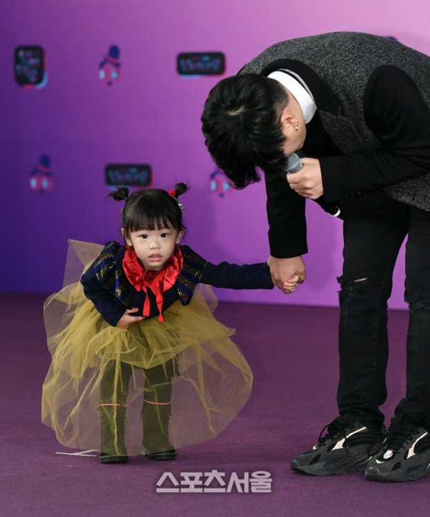 Thảm đỏ KBS Entertainment Awards: Yoo Jae Suk lộ diện hậu bê bối, mỹ nhân Vườn sao băng lấn át Apink và quân đoàn sao - Ảnh 29.