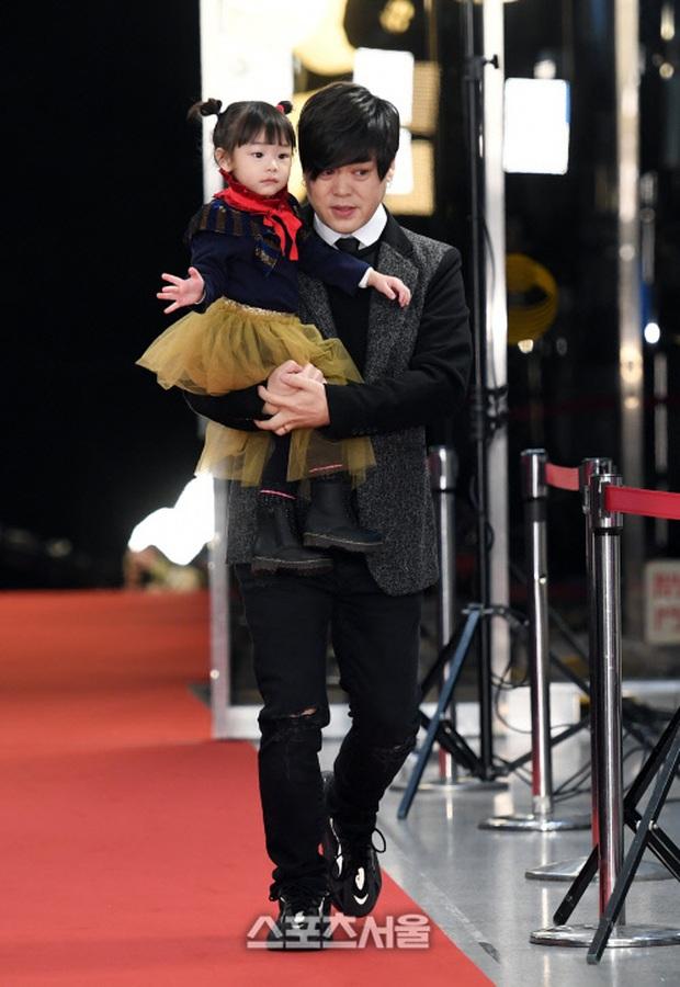 Thảm đỏ KBS Entertainment Awards: Yoo Jae Suk lộ diện hậu bê bối, mỹ nhân Vườn sao băng lấn át Apink và quân đoàn sao - Ảnh 30.