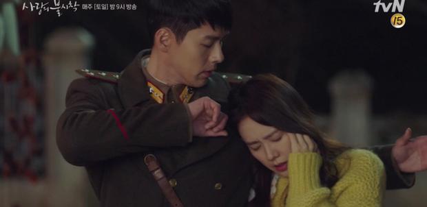 Học mánh thoát nguy từ phim Hàn Quốc, Hyun Bin hôn tài phiệt Son Ye Jin cực ngọt ở tập 3 Tình Yêu Hạ Cánh - Ảnh 1.