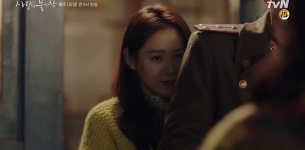 Học mánh thoát nguy từ phim Hàn Quốc, Hyun Bin hôn tài phiệt Son Ye Jin cực ngọt ở tập 3 Tình Yêu Hạ Cánh - Ảnh 3.