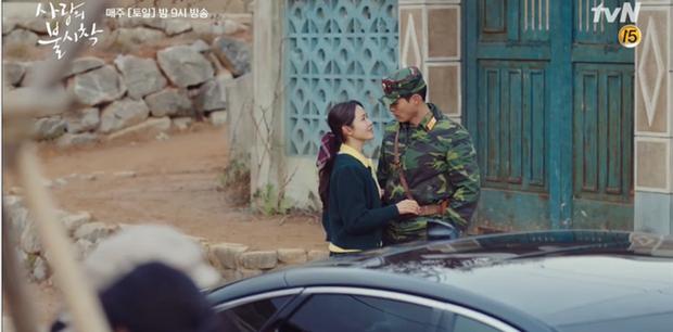 Học mánh thoát nguy từ phim Hàn Quốc, Hyun Bin hôn tài phiệt Son Ye Jin cực ngọt ở tập 3 Tình Yêu Hạ Cánh - Ảnh 5.