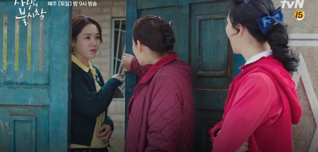 Học mánh thoát nguy từ phim Hàn Quốc, Hyun Bin hôn tài phiệt Son Ye Jin cực ngọt ở tập 3 Tình Yêu Hạ Cánh - Ảnh 7.