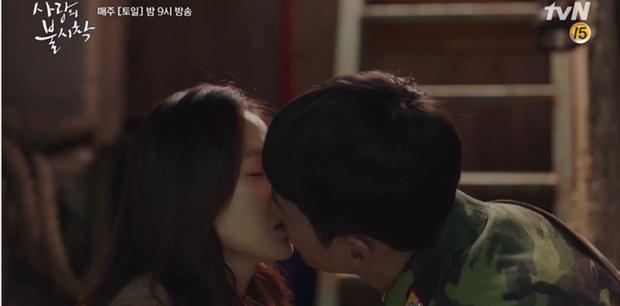 Học mánh thoát nguy từ phim Hàn Quốc, Hyun Bin hôn tài phiệt Son Ye Jin cực ngọt ở tập 3 Tình Yêu Hạ Cánh - Ảnh 2.