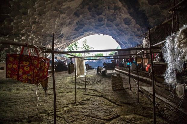 Ngôi làng đặc biệt của Trung Quốc: Khép kín hoàn toàn trong một hang động khổng lồ, chứa một trường học và khu du lịch sinh thái - Ảnh 2.