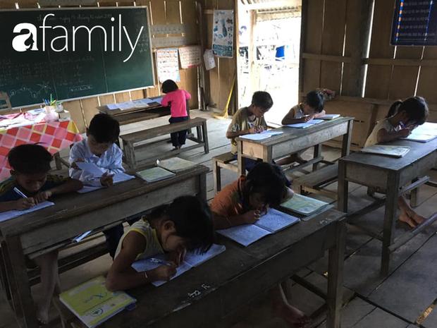 Lớp học kỳ lạ các em ngồi quay lưng vào nhau và câu chuyện nghẹn lòng phía sau qua lời kể của thầy giáo Tiểu học - Ảnh 4.