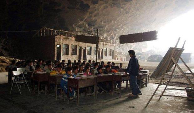 Ngôi làng đặc biệt của Trung Quốc: Khép kín hoàn toàn trong một hang động khổng lồ, chứa một trường học và khu du lịch sinh thái - Ảnh 4.