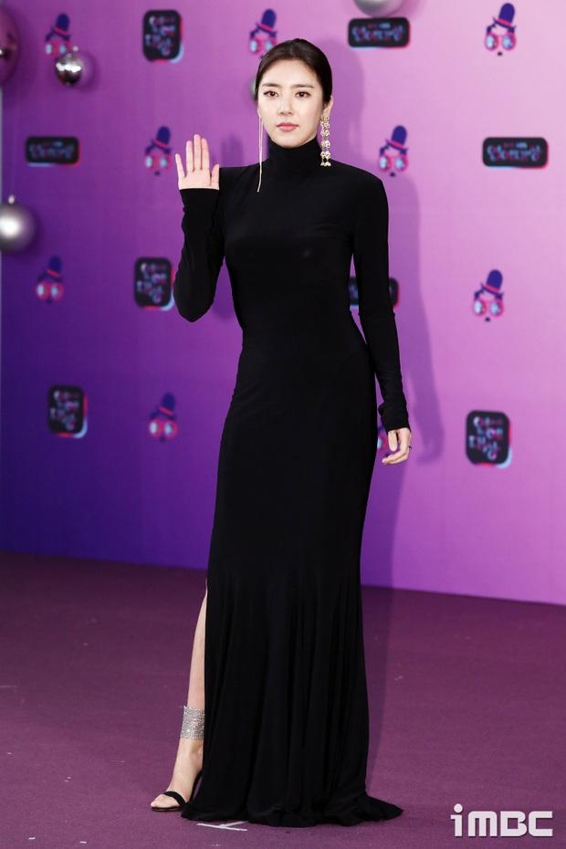 Thảm đỏ KBS Entertainment Awards: Yoo Jae Suk lộ diện hậu bê bối, mỹ nhân Vườn sao băng lấn át Apink và quân đoàn sao - Ảnh 9.