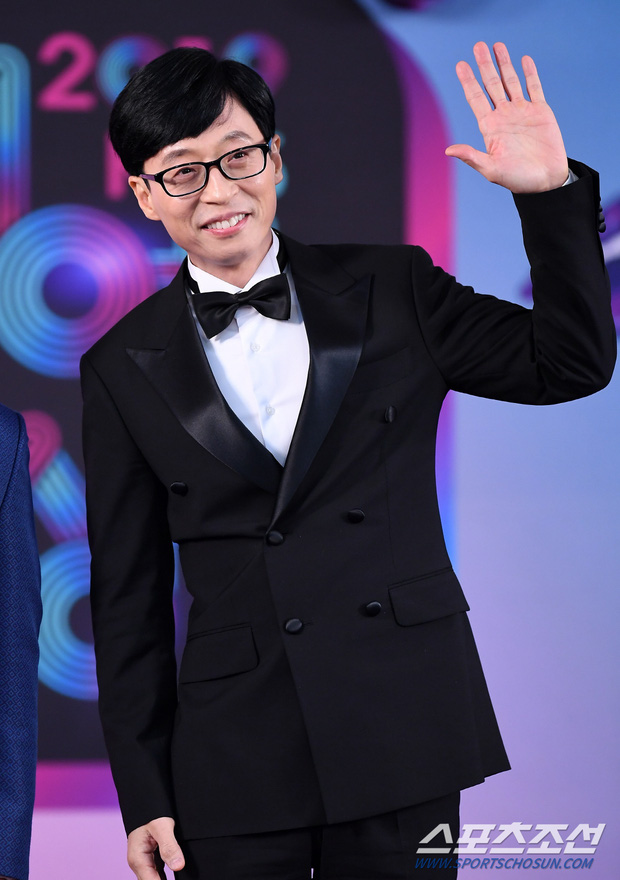 Thảm đỏ KBS Entertainment Awards: Yoo Jae Suk lộ diện hậu bê bối, mỹ nhân Vườn sao băng lấn át Apink và quân đoàn sao - Ảnh 4.