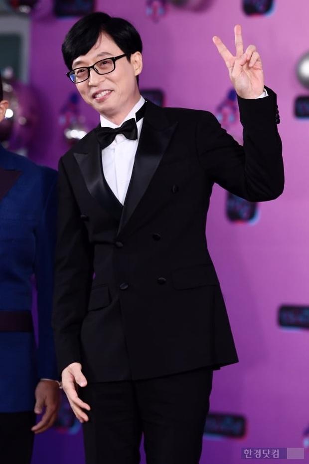 Thảm đỏ KBS Entertainment Awards: Yoo Jae Suk lộ diện hậu bê bối, mỹ nhân Vườn sao băng lấn át Apink và quân đoàn sao - Ảnh 3.