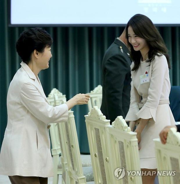 Dàn sao Hàn hiếm hoi dự sự kiện bên Tổng thống: Song Song và Yoona - Suzy mê hồn dù giản dị, BTS đúng là khác biệt! - Ảnh 14.