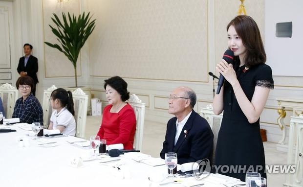 Dàn sao Hàn hiếm hoi dự sự kiện bên Tổng thống: Song Song và Yoona - Suzy mê hồn dù giản dị, BTS đúng là khác biệt! - Ảnh 9.