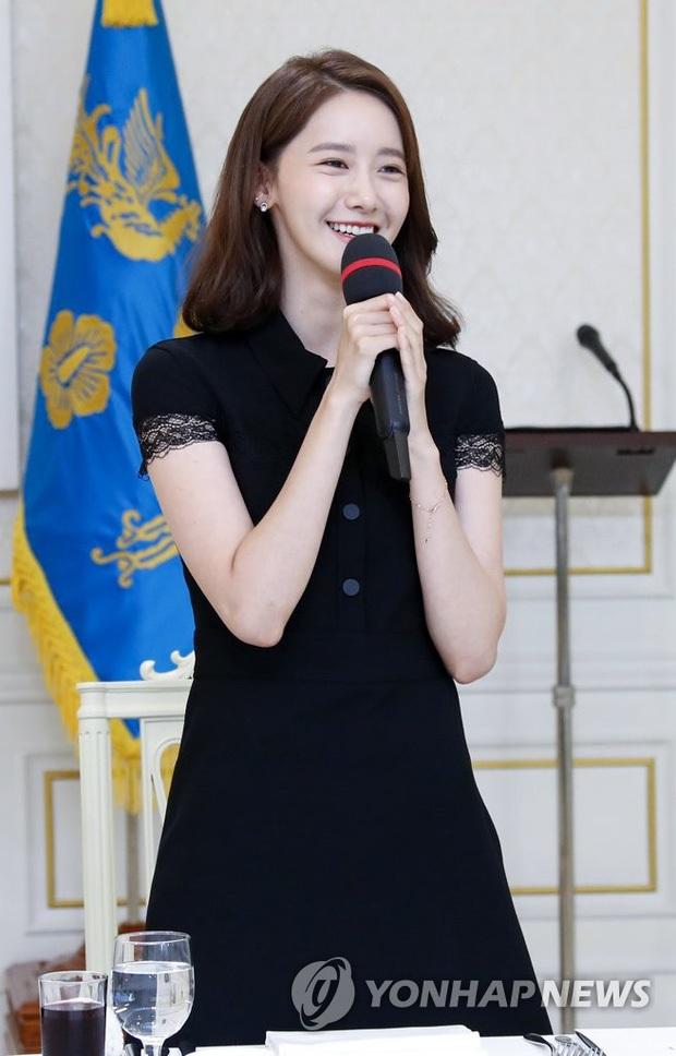 Dàn sao Hàn hiếm hoi dự sự kiện bên Tổng thống: Song Song và Yoona - Suzy mê hồn dù giản dị, BTS đúng là khác biệt! - Ảnh 6.