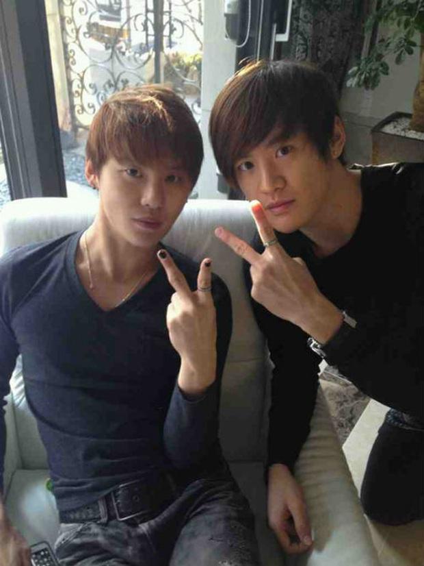 5 cặp sinh đôi nổi tiếng nhất Kbiz: Chị em Hwayoung bị gắn mác rắn độc, Junsu không hot bằng anh em nhóm Boyfriend - Ảnh 13.