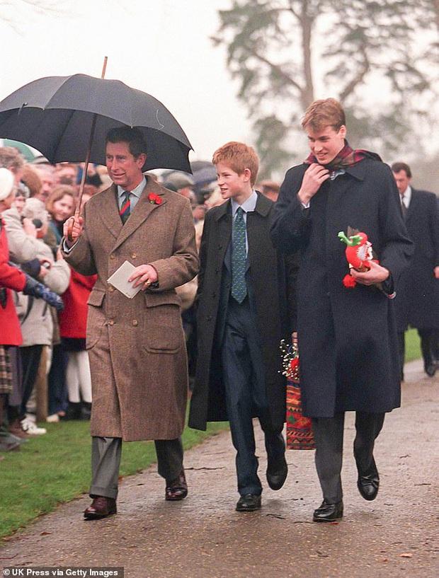 Loạt ảnh hiếm về những khoảnh khắc đón Giáng sinh vui vẻ trong quá khứ của Hoàng gia Anh suốt nhiều thập kỷ khiến dân mạng bồi hồi - Ảnh 13.