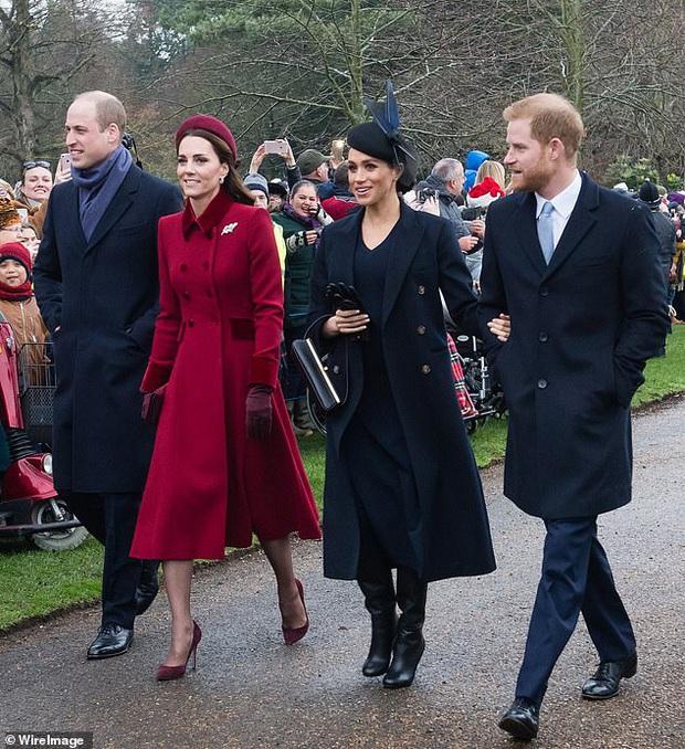 Loạt ảnh hiếm về những khoảnh khắc đón Giáng sinh vui vẻ trong quá khứ của Hoàng gia Anh suốt nhiều thập kỷ khiến dân mạng bồi hồi - Ảnh 17.