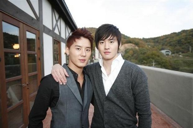 5 cặp sinh đôi nổi tiếng nhất Kbiz: Chị em Hwayoung bị gắn mác rắn độc, Junsu không hot bằng anh em nhóm Boyfriend - Ảnh 14.