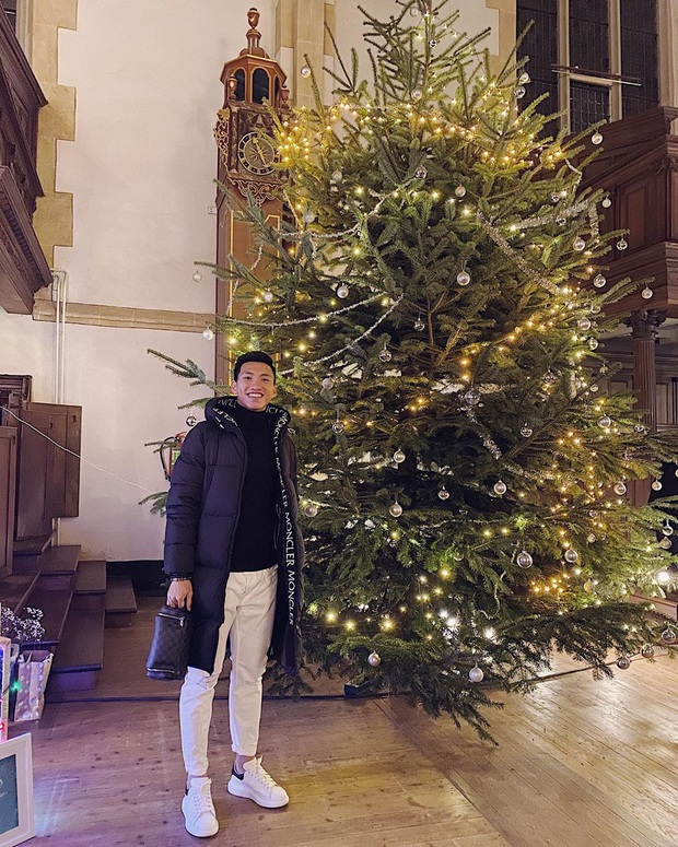 Khoảnh khắc nơi trời Âu của Đoàn Văn Hậu khiến hội fan girl quê nhà rụng rời: Cần gì ông già Noel khi chính Hậu đã là món quà! - Ảnh 1.