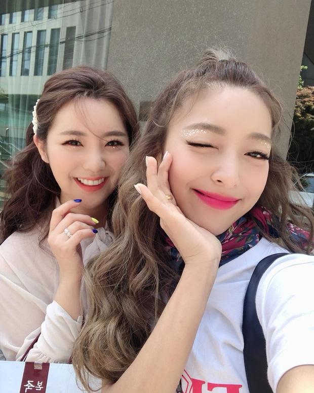 5 cặp sinh đôi nổi tiếng nhất Kbiz: Chị em Hwayoung bị gắn mác rắn độc, Junsu không hot bằng anh em nhóm Boyfriend - Ảnh 9.