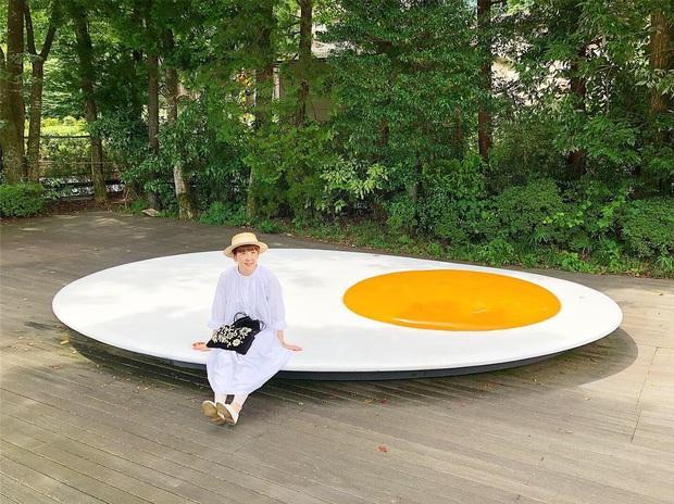 Hội thích sống ảo lại khai phá được hai tọa độ check in cực hot tại Nhật Bản: cầu thang xoắn trong nhà kính ảo diệu và trứng ốp la siêu to khổng lồ - Ảnh 8.