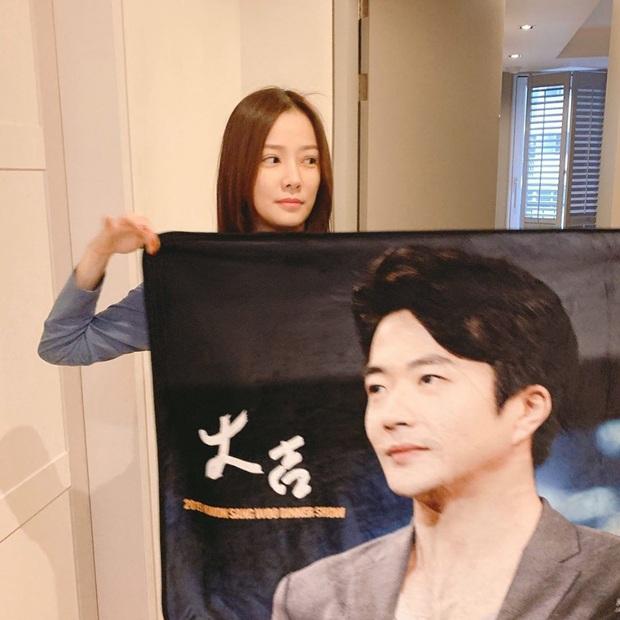 Kwon Sang Woo và vợ Hoa hậu đúng là cặp vợ chồng đẹp nhất thập kỷ, cưới 11 năm vẫn đùa vui, dính nhau như hồi mới yêu - Ảnh 2.