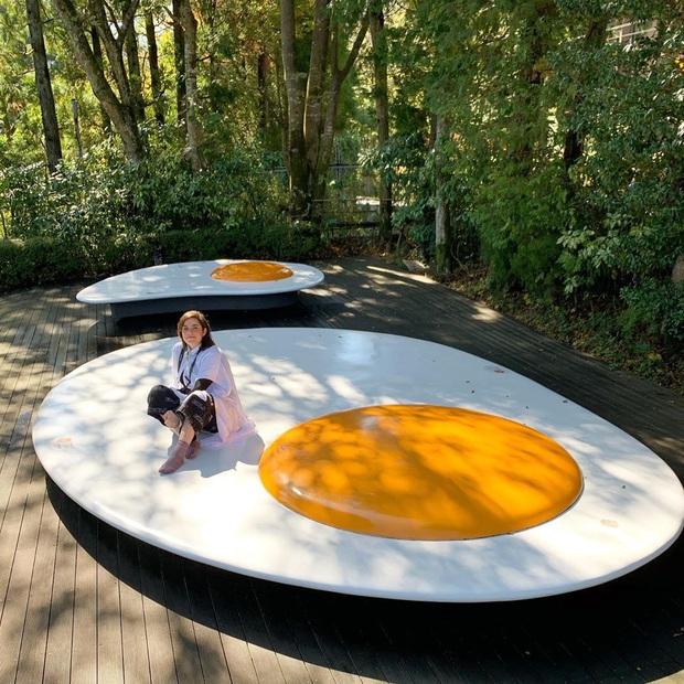 Hội thích sống ảo lại khai phá được hai tọa độ check in cực hot tại Nhật Bản: cầu thang xoắn trong nhà kính ảo diệu và trứng ốp la siêu to khổng lồ - Ảnh 9.