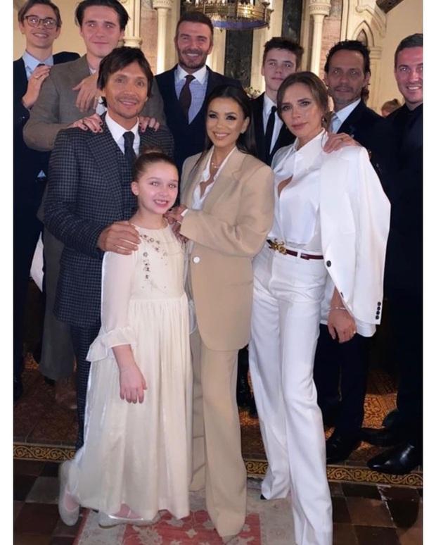 Đẳng cấp công chúa nhỏ nhà Beckham: Váy áo thiết kế riêng đã đành, đến chất liệu cũng phải trau chuốt tỉ mẩn - Ảnh 9.