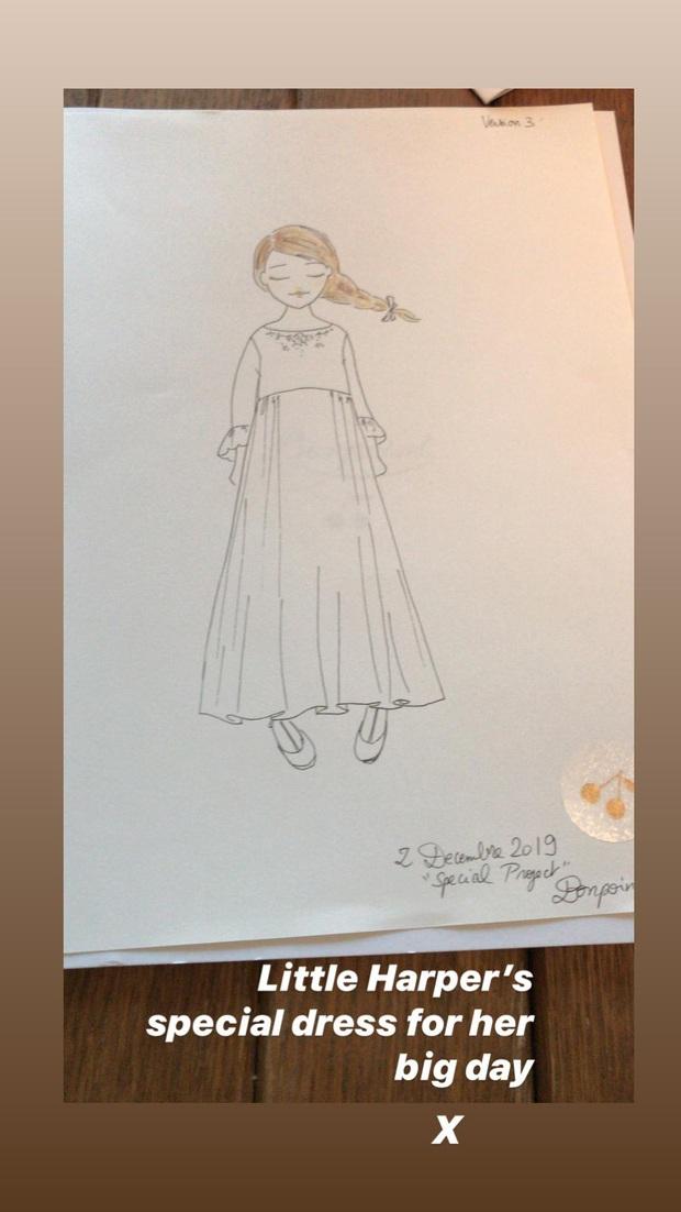 Đẳng cấp công chúa nhỏ nhà Beckham: Váy áo thiết kế riêng đã đành, đến chất liệu cũng phải trau chuốt tỉ mẩn - Ảnh 4.