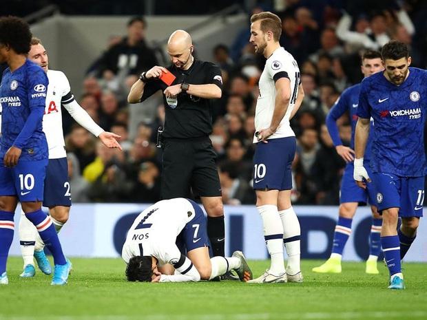 Dân mạng phê phán Son Heung-min dùng nước mắt giả tạo để mua chuộc sự đồng cảm, nhưng anh này là một gã mít ướt chính hiệu: 5 lần cầu thủ hay nhất châu Á khóc ngất trên sân cỏ - Ảnh 3.