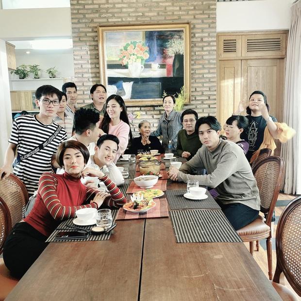 Tim lần đầu đăng ảnh chung với Đàm Phương Linh, giữ khoảng cách nhất định sau hơn 3 tháng dính nghi vấn hẹn hò - Ảnh 1.