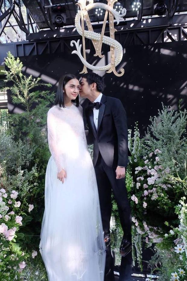 5 hôn lễ hot nhất showbiz Thái 2019: Ác nữ Tình yêu không có lỗi mê hồn, đám cưới sao đồng tính Chiếc lá bay gây sốt - Ảnh 6.