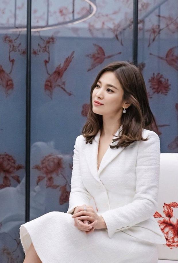 Dispatch cuối cùng đã làm rõ nguồn gốc chiếc nhẫn làm rộ lên tin đồn Song Hye Kyo và Song Joong Ki tái hợp - Ảnh 3.