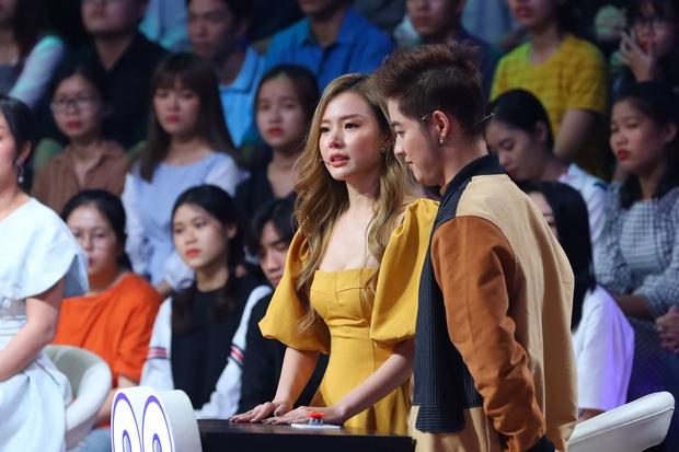 Các nghệ sĩ xúc động bật khóc khi nhìn thấy hình ảnh cố nghệ sĩ Minh Thuận tại Ký ức vui vẻ - Ảnh 4.