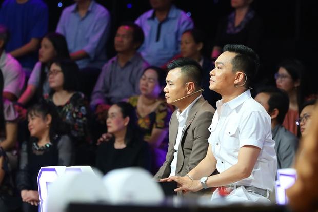 Các nghệ sĩ xúc động bật khóc khi nhìn thấy hình ảnh cố nghệ sĩ Minh Thuận tại Ký ức vui vẻ - Ảnh 3.