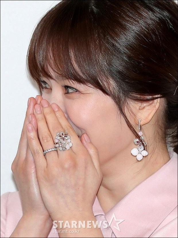 Dispatch cuối cùng đã làm rõ nguồn gốc chiếc nhẫn làm rộ lên tin đồn Song Hye Kyo và Song Joong Ki tái hợp - Ảnh 5.