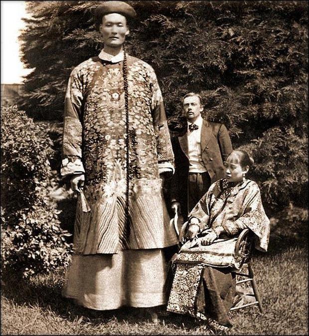 Người khổng lồ của triều Thanh và cuộc sống đáng ngưỡng mộ: Đi du lịch khắp thế giới, sinh con và định cư ở nước ngoài - Ảnh 1.