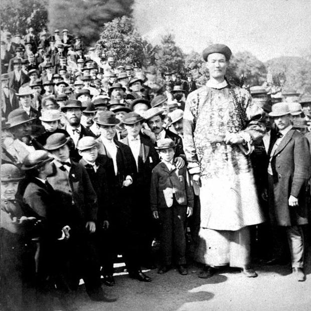 Người khổng lồ của triều Thanh và cuộc sống đáng ngưỡng mộ: Đi du lịch khắp thế giới, sinh con và định cư ở nước ngoài - Ảnh 2.