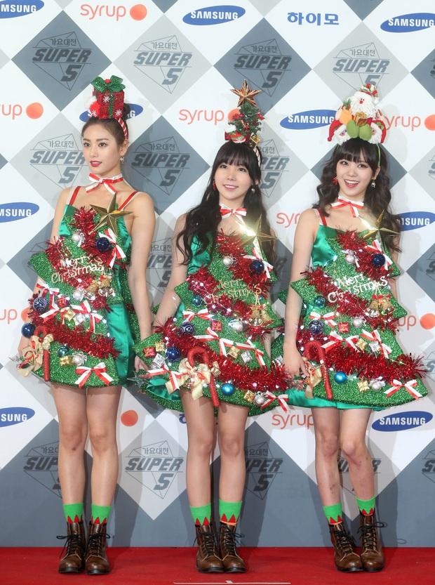 Idol Hàn lên đồ Giáng Sinh: Orange Caramel đi vào huyện thoại; gây sốc nhất là Jinhwan, Jonghyun - Ảnh 2.