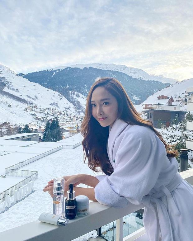 Mùa đông sang chảnh của công chúa băng giá Jessica ở trời Tây: Sáng check in view khủng, chiều trượt tuyết nhìn mà mê - Ảnh 3.