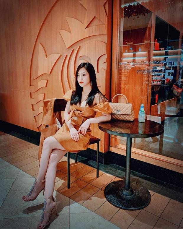 Street style sao Việt: Huyền Lizzie - Sĩ Thanh dẫn đầu bảng nhờ combo crop top - jeans xanh vừa cá tính lại hết sức sexy - Ảnh 6.