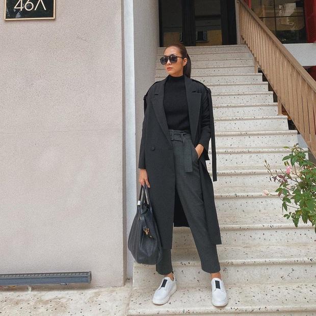 Street style sao Việt: Huyền Lizzie - Sĩ Thanh dẫn đầu bảng nhờ combo crop top - jeans xanh vừa cá tính lại hết sức sexy - Ảnh 1.