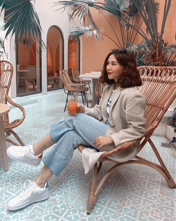 Street style sao Việt: Huyền Lizzie - Sĩ Thanh dẫn đầu bảng nhờ combo crop top - jeans xanh vừa cá tính lại hết sức sexy - Ảnh 14.