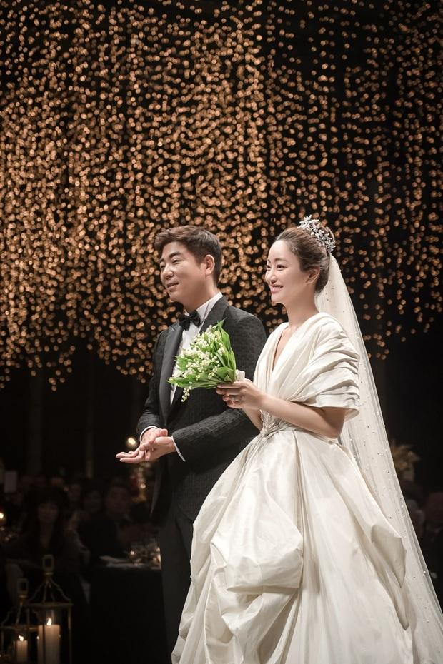 Loạt tin tình cảm đánh úp Kbiz hôm nay: Choi Ji Woo và mỹ nhân Thư ký Kim có tin hỷ, cặp idol - diễn viên chia tay - Ảnh 3.