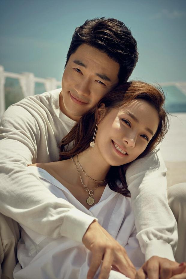 Kwon Sang Woo và vợ Hoa hậu đúng là cặp vợ chồng đẹp nhất thập kỷ, cưới 11 năm vẫn đùa vui, dính nhau như hồi mới yêu - Ảnh 4.