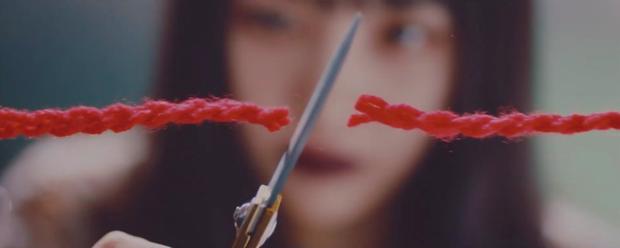 Loạt thuyết âm mưu thuyết phục cho thấy Psycho tiếp tục ẩn ý tình yêu đồng giới của Red Velvet kéo dài từ MV Bad boy? - Ảnh 10.