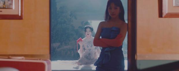 Loạt thuyết âm mưu thuyết phục cho thấy Psycho tiếp tục ẩn ý tình yêu đồng giới của Red Velvet kéo dài từ MV Bad boy? - Ảnh 11.